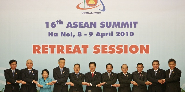 Leaders join hands for a group photo during the 16th Association of Southeast Asian Nations (ASEAN) Summit Retreat Session in Hanoi