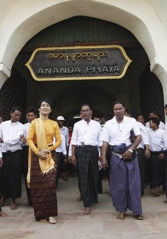 Pro-democracy leader Aung San Suu Kyi and her son Kim Aris visit the ancient Ananda Pagoda in Bagan