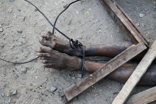 A body is seen on a street in Meikhtila