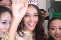 Seoul sister: May Myat Noe arrives at Rangoon airport on 5 June 2014 following her victory in the Miss Asia Pacific contest. (PHOTO: DVB)
