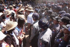 Students and police come together as tensions mount in Letpadan on Tuesday morning, 3 March 2015. (PHOTO: DVB)