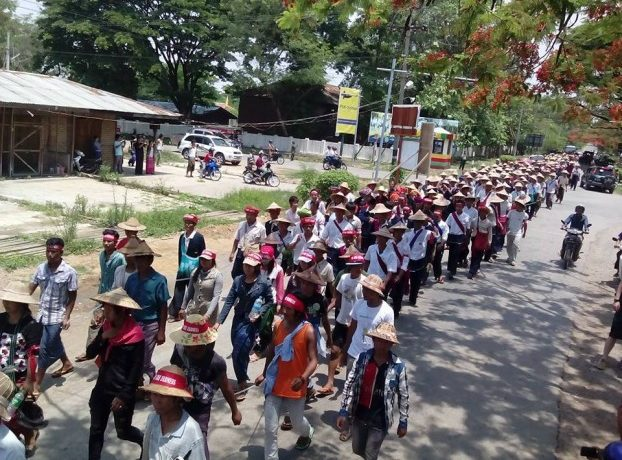 'Plough protest' supporters rally in Loikaw