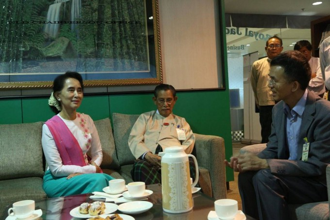 Aung San Suu Kyi sits with Chinese Ambassador Yang Houlan (right) and NLD colleague Tin Oo at Rangoon airport ahead of her flight to Beijing on Wednesday morning. (PHOTO: DVB).