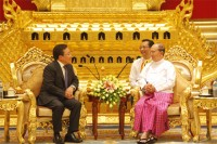 President of Mongolia Tsakhiagiin Elbegdorj meets with President Thein Sein in Burma, 2013. (PHOTO: Office of the President of Mongolia).