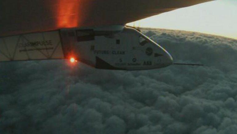 Solar Impulse takes off on historic pan-Pacific flight