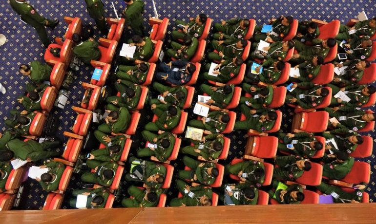 Burma army pledges to cooperate with Suu Kyi on peace
