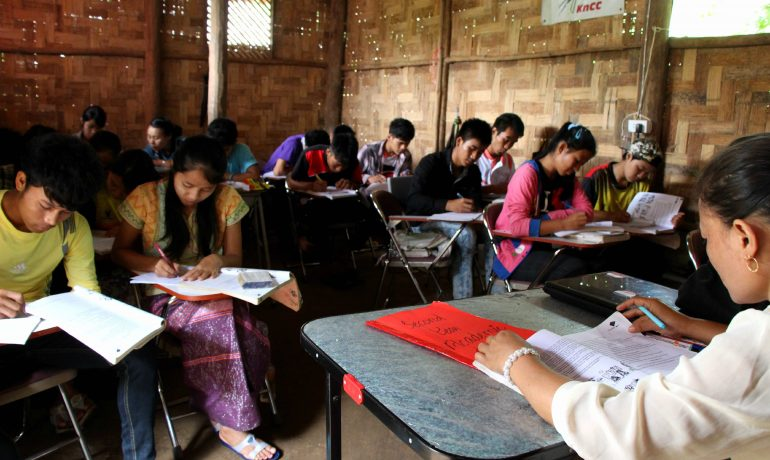 Experts call for introduction of multilingual education