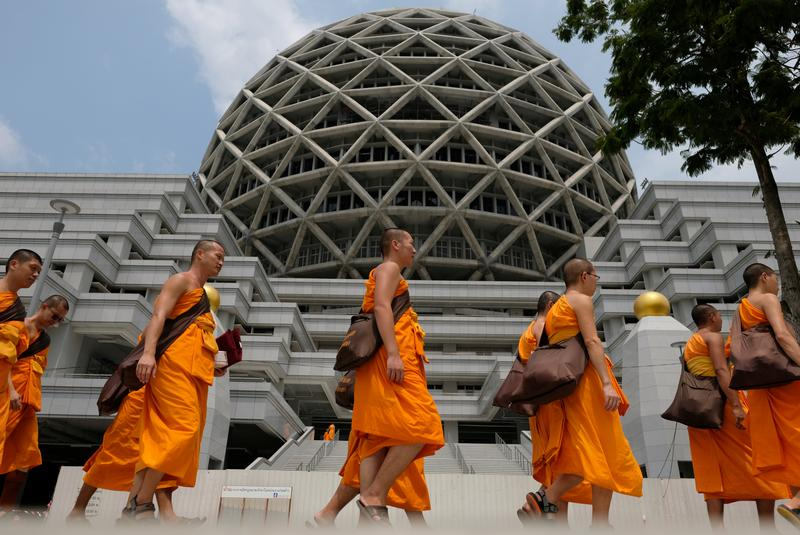 Scandal-hit Thai temple helps to stage mass Buddhist event in Mandalay
