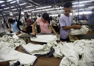 Garment factory workers in Rangoon. (PHOTO: DVB)