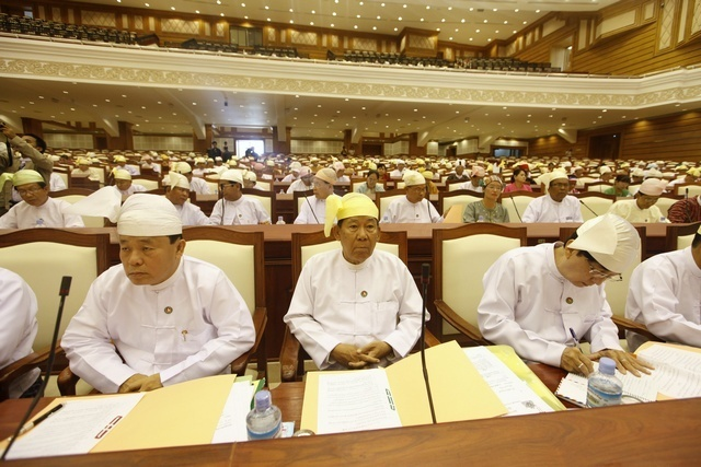 Parliament approves vote, sans ethnic MPs, to debate new electoral system