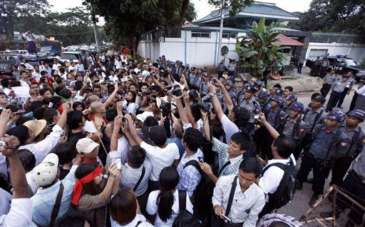 Locals, monks resume sit-in protest at Latpadaung