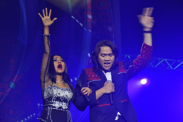 Burmese pop stars sing about war and peace at Netherlands concert