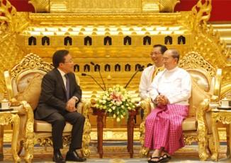 President of Mongolia Tsakhiagiin Elbegdorj meets with President Thein Sein in Burma, 2013. (PHOTO: Office of the President of Mongolia).