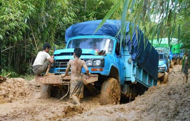 Many of the roads to the IDPs are flooded or too muddy for aid trucks to get through. (PHOTO: DVB).