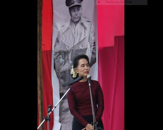 Suu Kyi addresses Karenni crowds
