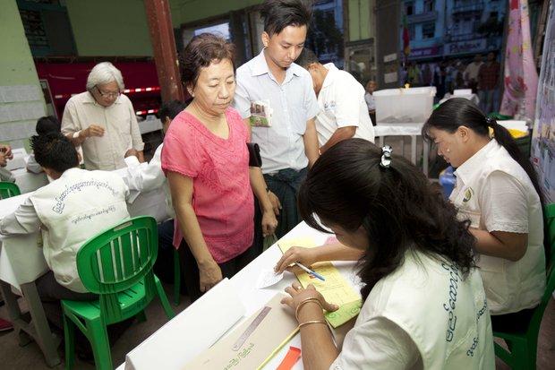 Voting begins in Burma