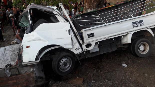 Thingyan bus crash in Thaton leaves nine pilgrims dead