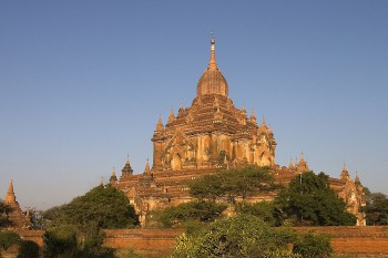 Htilominlo Temple, Bagan, photographed in 2004 by Jialiang Gao (peace-on-earth.org)