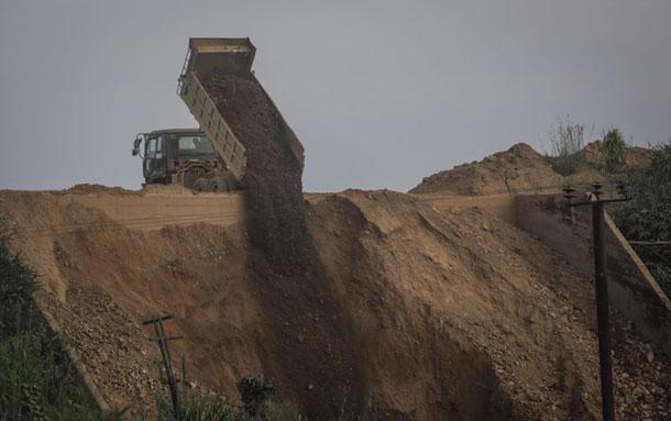 Tenasserim tin mine allegedly pollutes creek