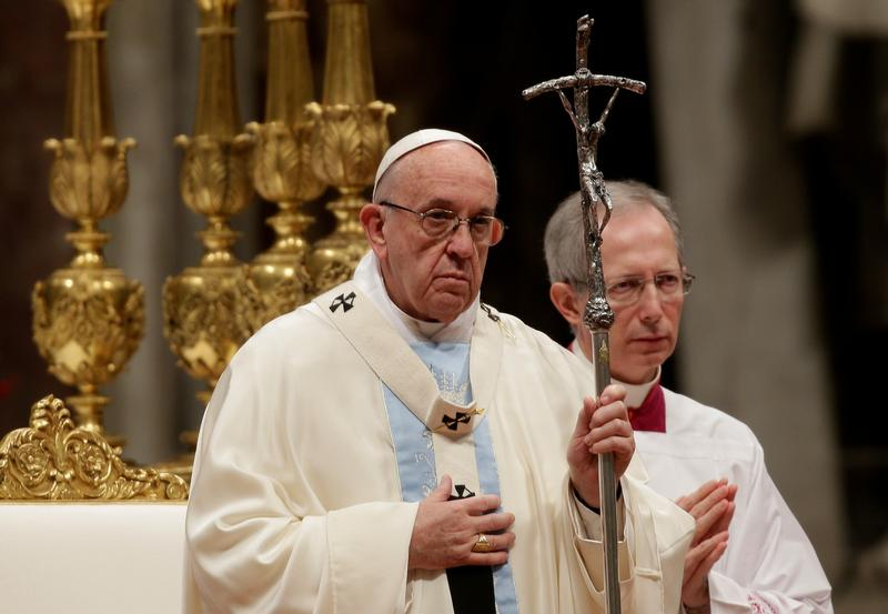 Don't extinguish migrants' hopes, Pope says on World Day of Peace
